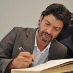 Retrato de um homem escrevendo.
