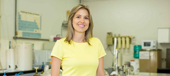 Professora de Química, Elisa Souza Orth, recebe prêmio que homenageia mulheres na ciência