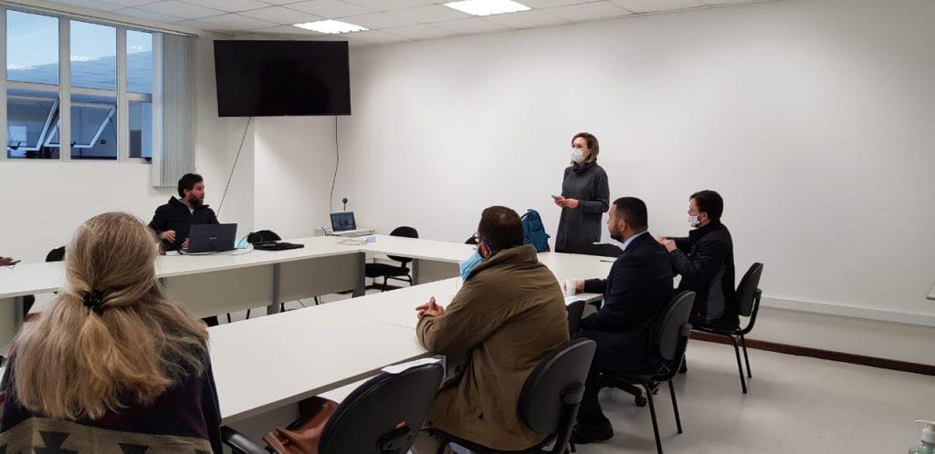 A reunião contou com membros do Centro de Ciências Forenses e do Ministério da Justiça e Segurança Pública (Foto: Carolina Calixto)